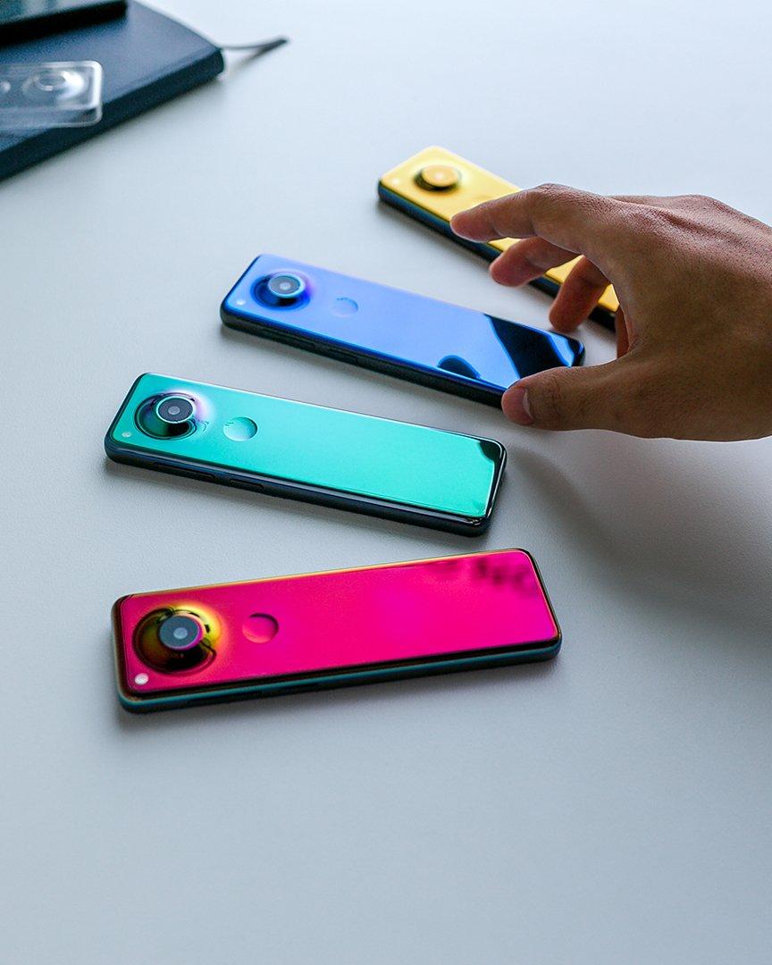 Andy Rubin muestra un raro móvil - tecnolocura - Essential Phone 2 (1)